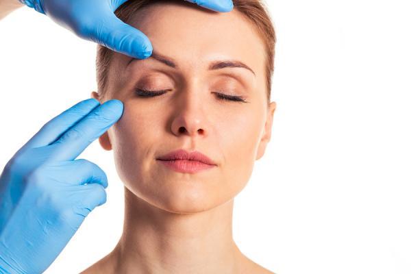bigstock Preparation For Facial Surgery 122149049